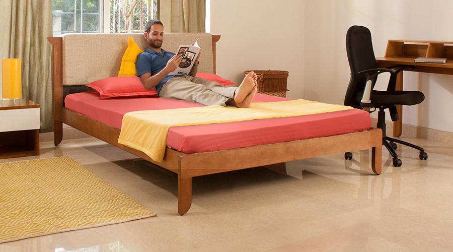 Curadoria da Furlenco prevê diversos pacotes de móveis (sofás, mesas, camas, criados-mudos, aparadores) e acessórios, para os principais cômodos da casa