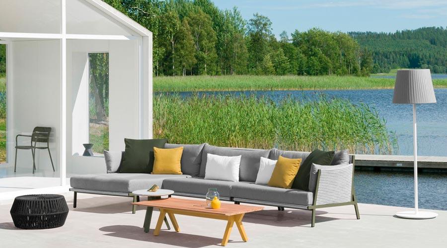 Espaços vivos ao ar livre são criados como espaços interiores. Áreas externas e internas se confundem