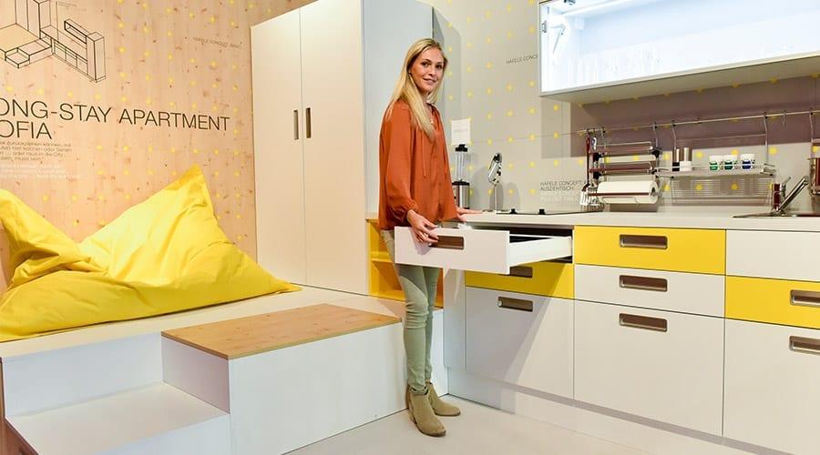 Outra tendência que está impactando o mercado de interiores é a individualização dos espaços habitacionais e a personalização dos móveis